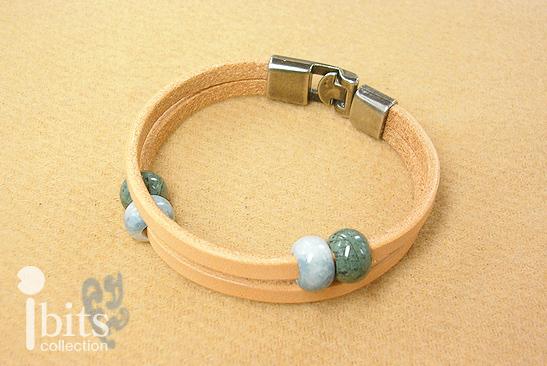 画像1: 革紐のブレスレット