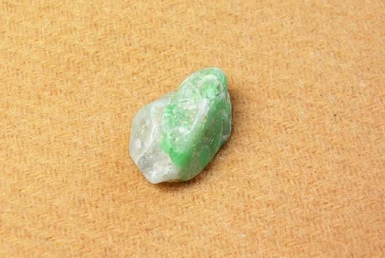 画像1: 翡翠の漂石(標石)