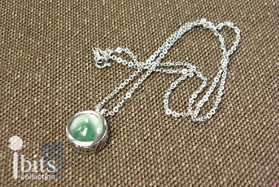 画像1: 緑ヒスイのペンダント